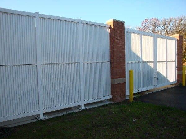 Aluminum Fixed Louver Fence | Ametco Manufacturing