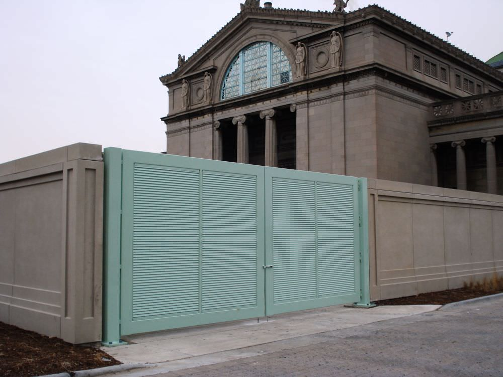 DOUBLE SWING GATE SHADOW 100 DESIGN GALVANIZED AND POWDER COATED AT MUSEUM OF SCIENCE AND INDUSTRIES IN CHICAGO, IL. 02774_1
