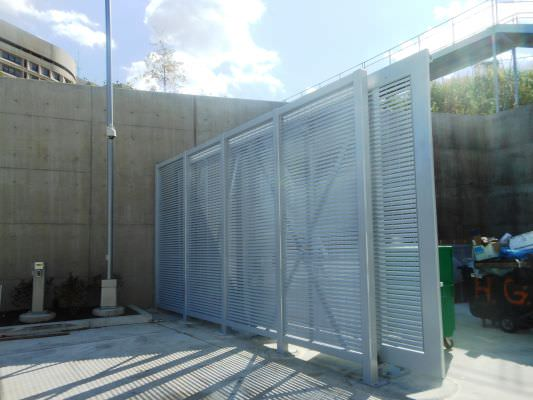 STEEL MONORAIL GATE AND FENCING