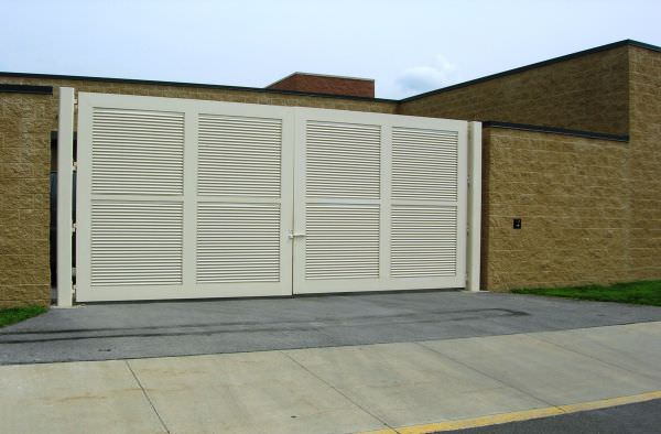 ALUMINUM FIXED LOUVER FENCE