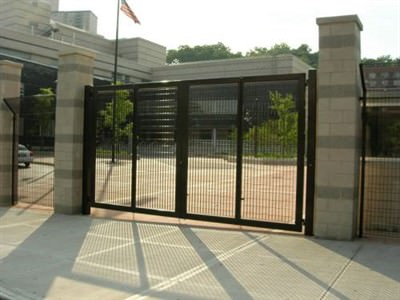 BI-FOLDING DOUBLE SWING GATE